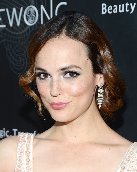 ¿Cuánto mide Erin Cahill? - Real height Erin+Cahill+Sue+Wong+Fall+2013+Great+Gatsby+QNaKN3AAEUll
