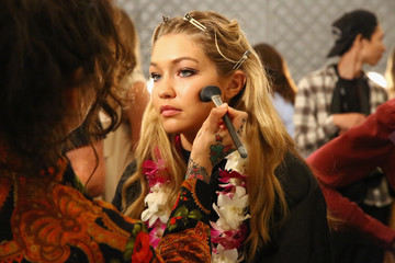 Erin Parsons Anna Sui - Backstage - Spring 2016 New York Fashion Week: The Shows