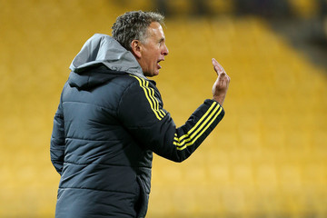 Ernie Merrick A-League Rd 5 - Wellington v Newcastle