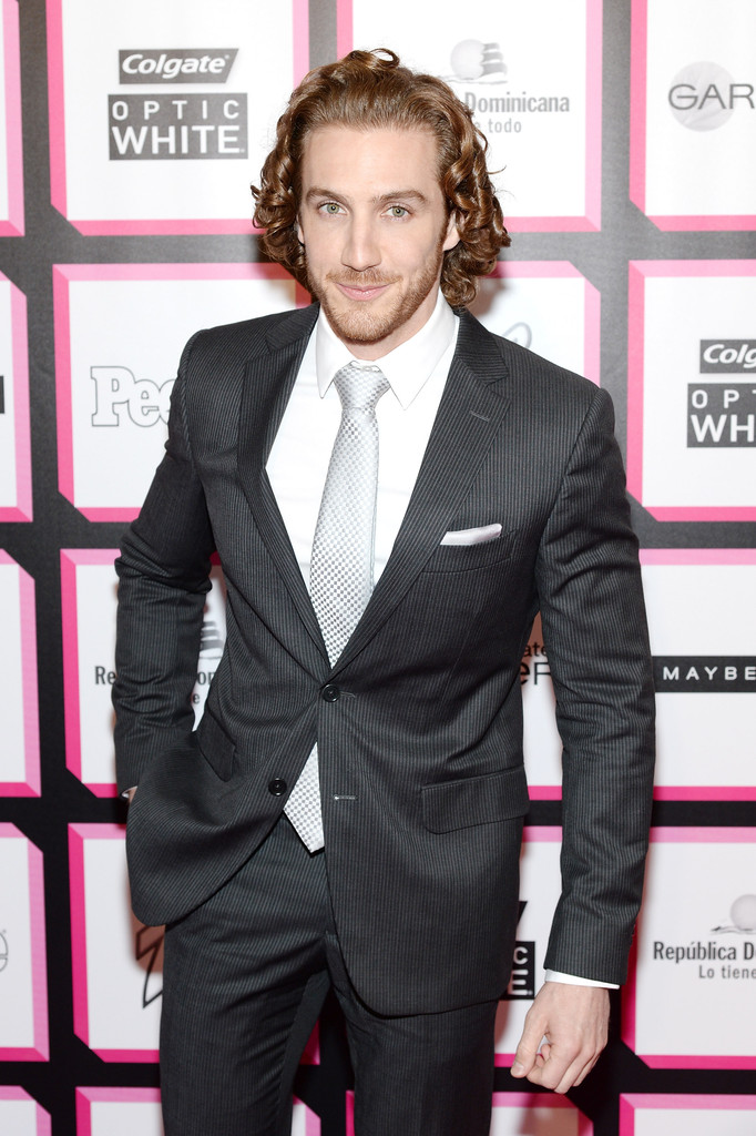 Эухенио Сийер/Eugenio Siller - Страница 2 Eugenio+Siller+People+En+Espanol+Celebrates+9f42i8A1KqZx