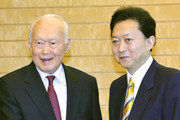 "Former Prime Minister of Singapore Lee Kuan Yew (L) is welcomed by Japanese Prime Minister Yukio Hatoyama on May 21, 2010 in Tokyo, Japan.  Lee Kuan Yew is visiting Tokyo to attend a buisness conference entitled ""The Future of Asia."""