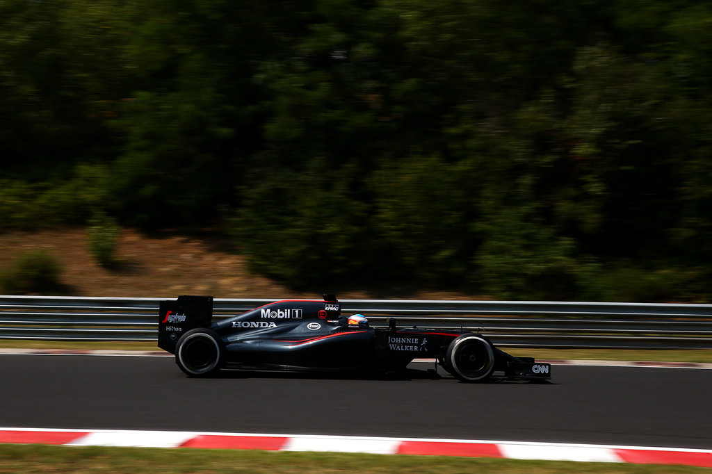 [Imagen: F1+Grand+Prix+Hungary+Practice+kgeJrAhLch_x.jpg]