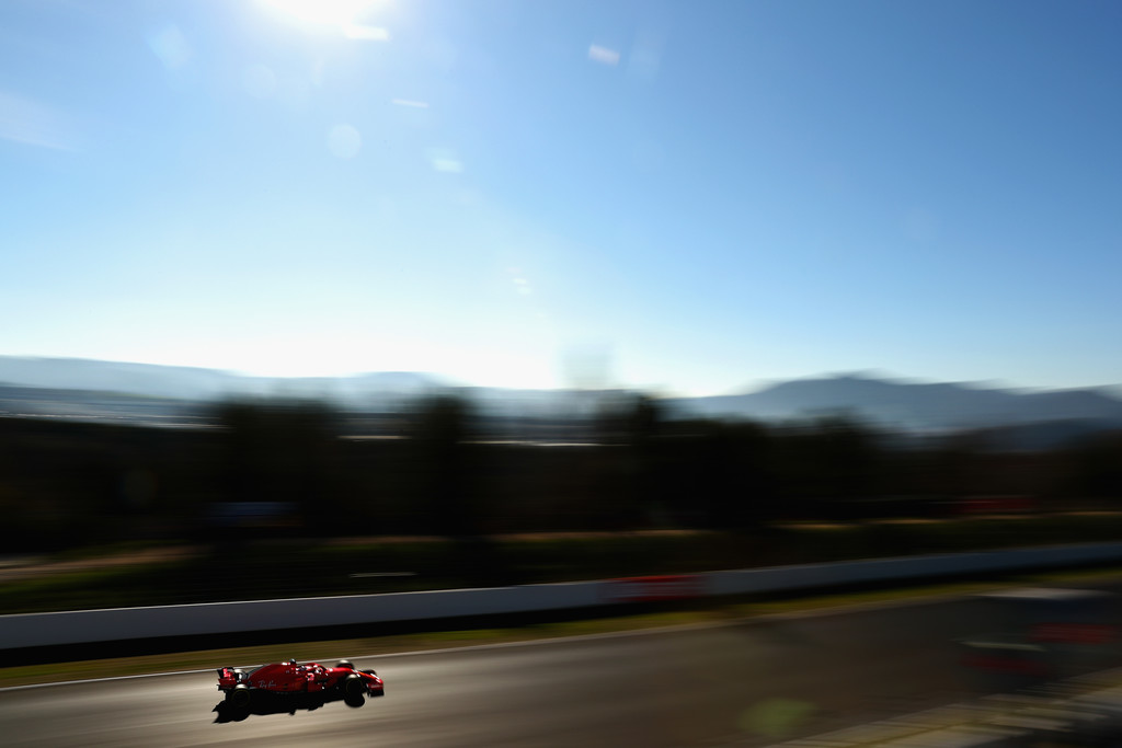 [Imagen: F1+Winter+Testing+Barcelona+Day+Four+EHpbsHfrA_Lx.jpg]