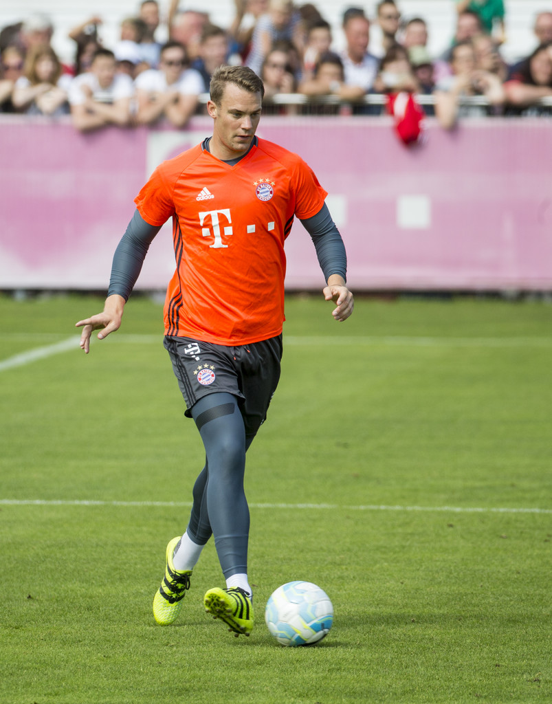 manuel neuer photos photos fc bayern muenchen training. Black Bedroom Furniture Sets. Home Design Ideas