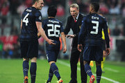 David Moyes, manager of Manchester United talks to Phil Jones and Shinji Kagawa of Manchester United after the goal scored by Patrice Evra during the UEFA Champions League Quarter Final second leg match between FC Bayern Muenchen and Manchester United at Allianz Arena on April 9, 2014 in Munich, Germany.