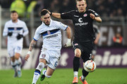 Lennart Thy of St.Pauli is challengd by Fanol Perdedaj of Frankfurt during the Second Bundesliga match between FC St. Pauli and FSV Frankfurt at Millerntor Stadium on February 19, 2016 in Hamburg, Germany.