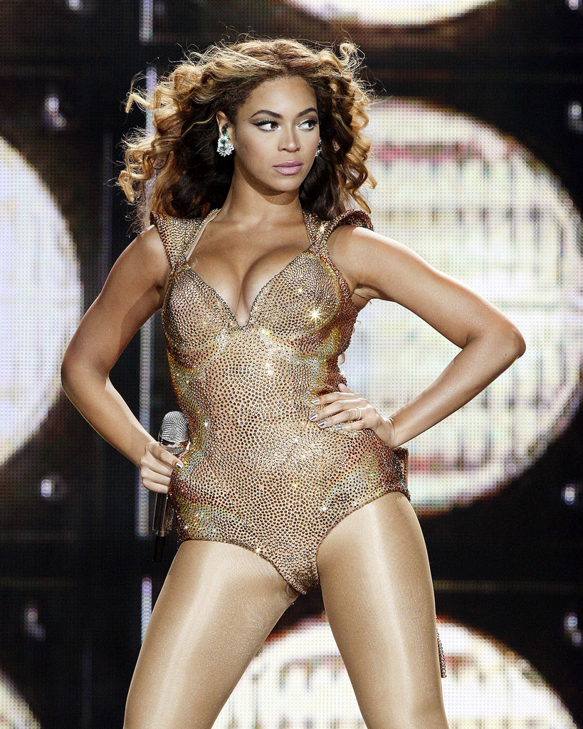 Beyonce Knowles Photos Photos - Beyonce Performs In Japan