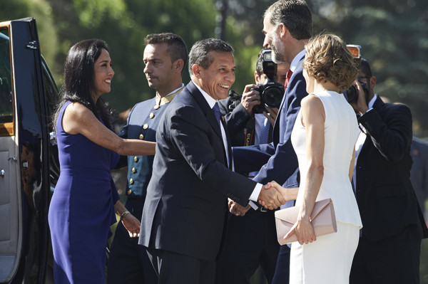 Spanish Royals Meet President of Peru [felipe vi,president,royals,ollanta humala tasso,letizia,nadine heredia alarcon,2l,photograph,event,suit,ceremony,formal wear,dress,gesture,wedding,white-collar worker,tuxedo,peru,spain,spanish]