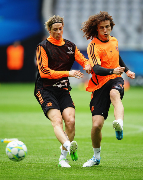 Fernando Torres and David Luiz Photos Photos - UEFA Champions League ... 467f4f109f2