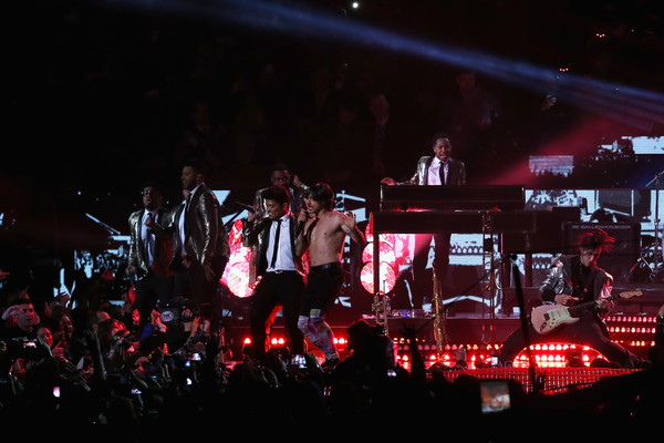 Pepsi Super Bowl XLVIII Halftime Show [performance,entertainment,concert,performing arts,stage,music,rock concert,event,musician,public event,bruno mars,east rutherford,new jersey,metlife stadium,red hot chili peppers,pepsi super bowl xlviii halftime show]