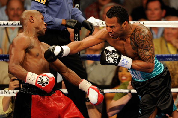 Floyd Mayweather Jr. v Shane Mosley [combat sport,contact sport,professional boxer,sport venue,boxing ring,barechested,boxing,professional boxing,boxing glove,striking combat sports,shane mosley,floyd mayweather jr.,v,right,head,r-l,las vegas,nevada,mgm grand garden arena,welterweight fight]