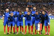 (front row from L to R) France's forward Antoine Griezmann, France's forward Kingsley Coman, France's defender Layvin Kurzawa, France's midfielder Corentin Tolisso, France's forward Kylian Mbappe (back row from L to R) France's defender Christophe Jallet, France's defender Samuel Umtiti, France's midfielder Blaise Matuidi, France's defender Laurent Koscielny,  France's forward Olivier Giroud and France's goalkeeper Steve Mandanda pose for pictures prior to the friendly football match between France and Wales at the Stade de France stadium, in Saint-Denis, on the outskirts of Paris, on November 10, 2017. / AFP PHOTO / FRANCK FIFE