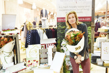 Frederique Van Der Wal Give the Gift of Flowers with Frederique's Choice
