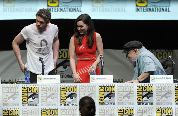 http://www4.pictures.zimbio.com/gi/Game+Thrones+Panel+Comic+Con+International+CPMpIZ-GRwfl.jpg