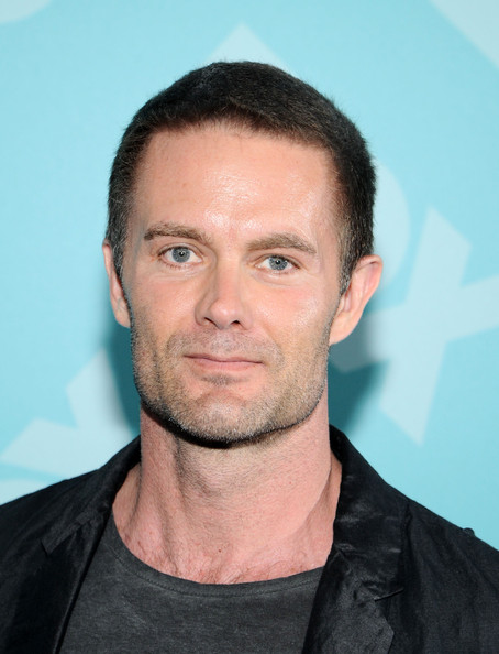 The 53-year old son of father (?) and mother(?), 188 cm tall Garret Dillahunt in 2018 photo