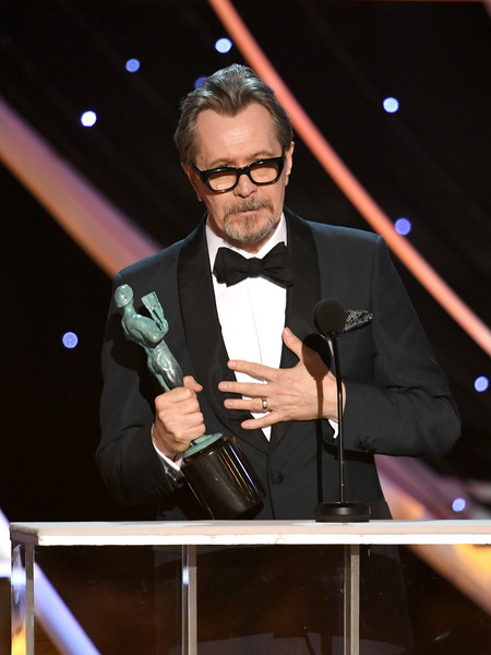http://www4.pictures.zimbio.com/gi/Gary+Oldman+24th+Annual+Screen+Actors+Guild+0BTAo_F9-Byl.jpg