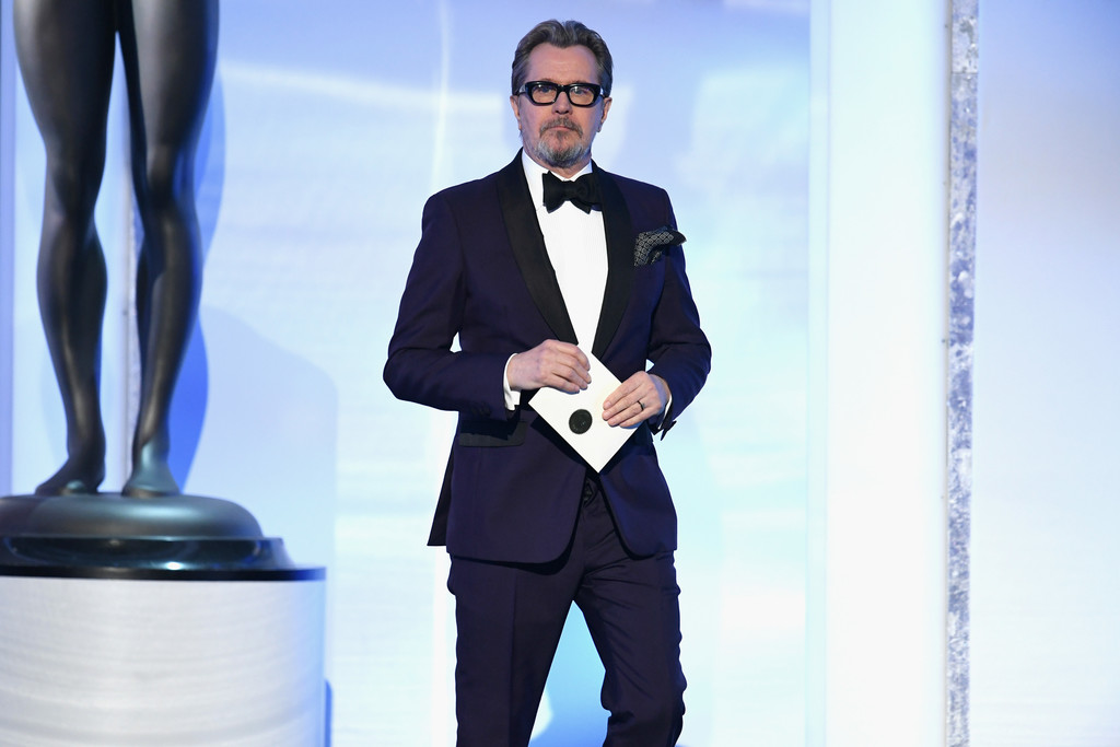 http://www4.pictures.zimbio.com/gi/Gary+Oldman+25th+Annual+Screen+Actors+Guild+a4ncXqOfMLqx.jpg
