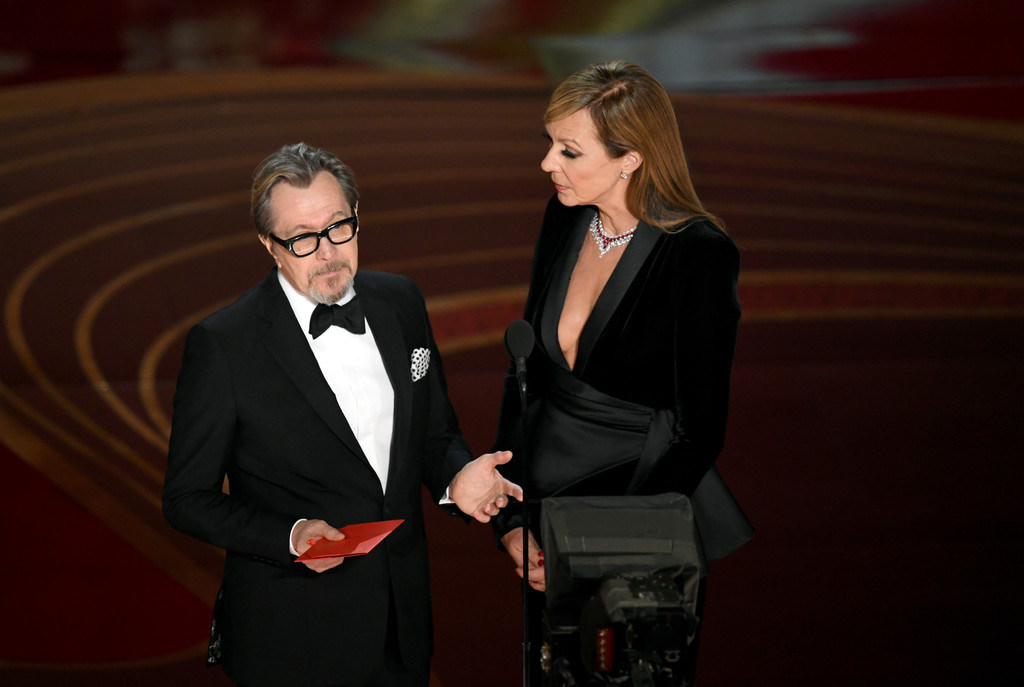 http://www4.pictures.zimbio.com/gi/Gary+Oldman+91st+Annual+Academy+Awards+Show+5rjhdqn9h5px.jpg
