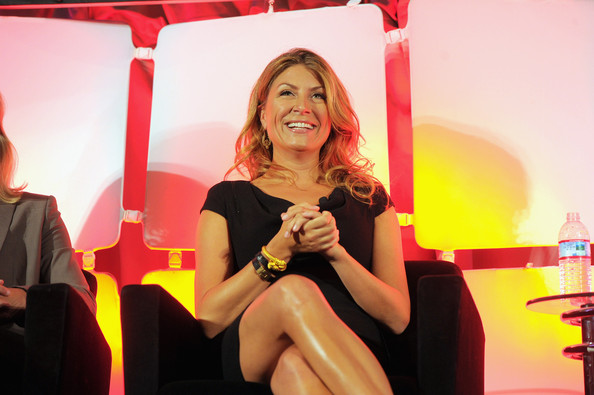 genevieve gorder dating Genevieve gorder biography - affair, divorce, ethnicity, nationality, salary, net worth, height | who is genevieve gorder genevieve gorder is an american television host and interior designer who is immensely popular for her work as a host of the 'genevieve's renovation' along with 'white house christmas' and 'dear genevieve' on hgtv.