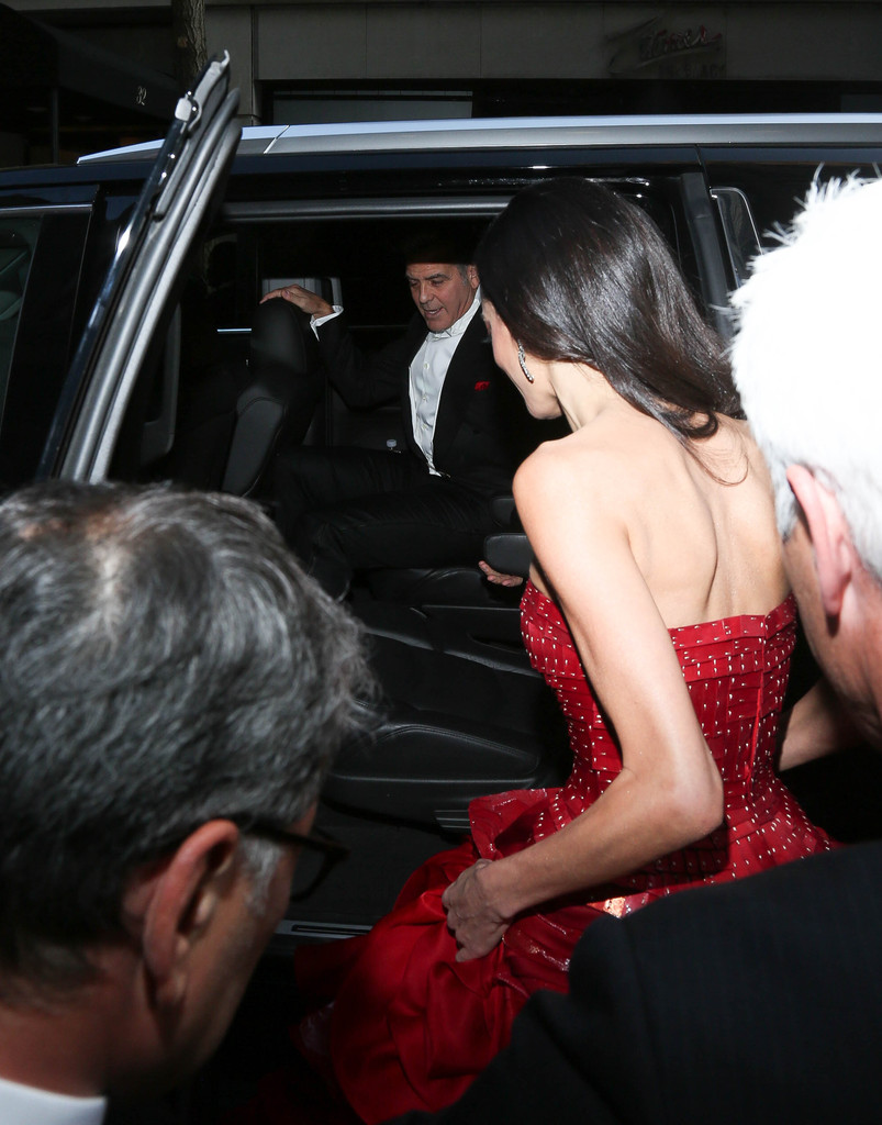 George Clooney at the Met Gala 4th May 2015 - Page 2 George+Clooney+MET+Gala+2015+Departures+Carlyle+LURYeycL-iIx