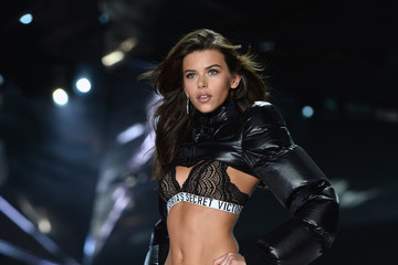 Georgia Fowler 2018 Victoria's Secret Fashion Show - Runway