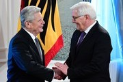 German President Joachim Gauck (L) welcomes German Foreign Minister Frank-Walter Steinmeier for the new year's reception at the Bellevue Castle in Berlin, on January 10, 2017. / AFP / Tobias SCHWARZ