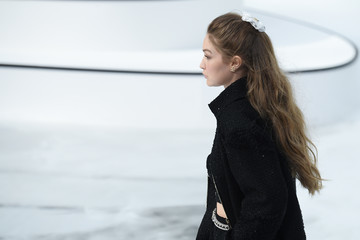 Gigi Hadid Chanel : Runway - Paris Fashion Week Womenswear Fall/Winter 2020/2021