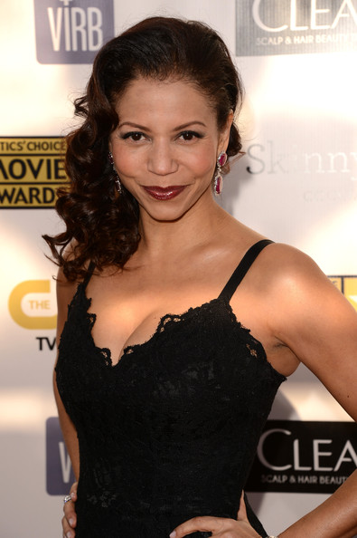 gloria reuben how tall