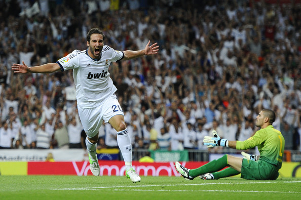 Real Madrid C.F - Page 16 Gonzalo+Higuain+Real+Madrid+v+Barcelona+Supercopa+WbKHJEihuZil
