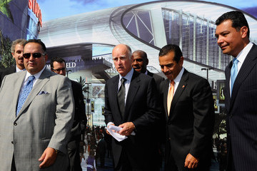 Jerry Brown Antonio Villaraigosa Gov. Brown To Sign Football Stadium Bill