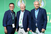 Former mayor of Berlin Klaus Wowereit (R) arrives for the DFB Cup Final 2017 between Eintracht Frankfurt and Borussia Dortmund at Olympiastadion on May 27, 2017 in Berlin, Germany.