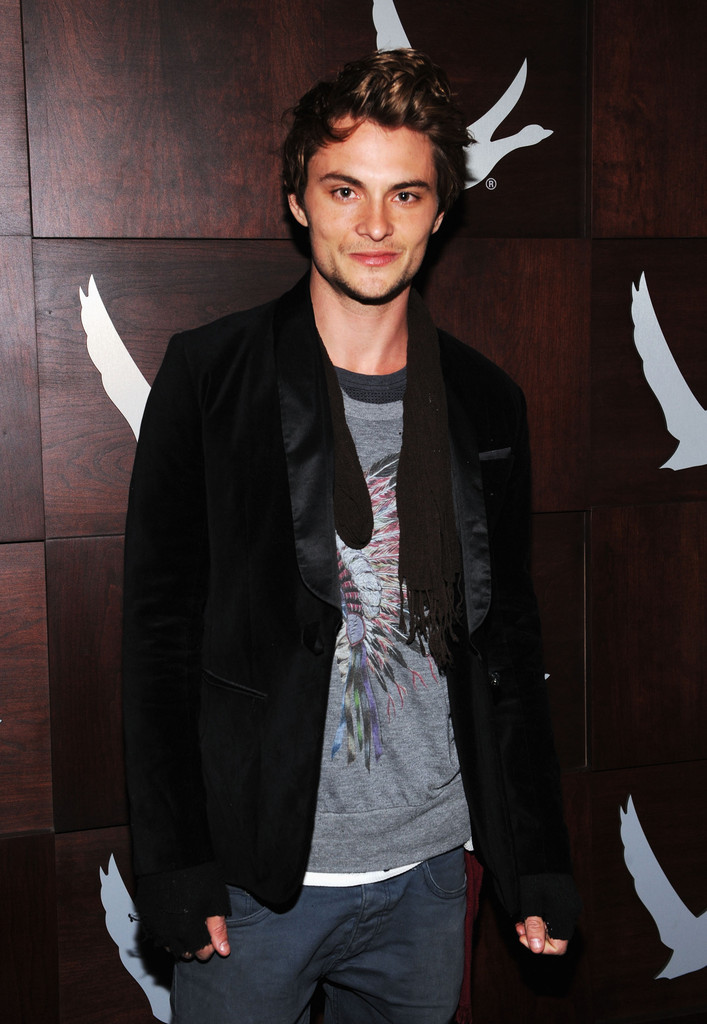Shiloh Fernandez Photo... Ryan Phillippe Movies