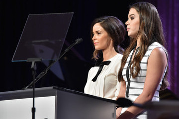 Hailee Steinfeld Hollywood Foreign Press Association's Grants Banquet Show