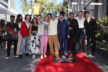 Hailee Steinfeld Shawn Mendes Sir Lucian Grainge Honored With A Star On The Hollywood Walk Of Fame
