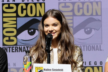 Hailee Steinfeld Paramount Pictures Presents 'Bumblebee' At Comic-Con International 2018