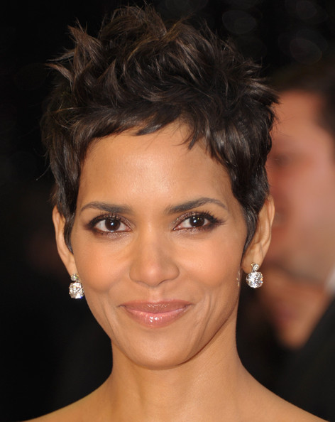 halle berry 2011 haircut. halle berry 2011.