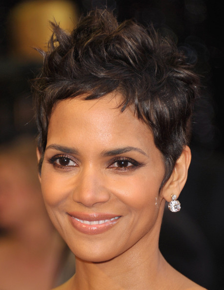 halle berry haircut in catwoman. kodakhalle berry haircut