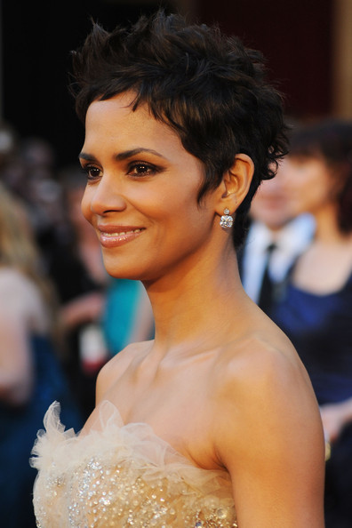 halle berry oscars 2011 dress. Halle+erry+2011+academy+