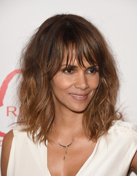 Halle Berry Lunch Celebrates Women Cancer Research - Arrivals [hair,hairstyle,face,bangs,eyebrow,brown hair,layered hair,chin,blond,hair coloring,arrivals,halle berry,women cancer research,los angeles,four seasons hotel,california,beverly hills,halle berry lunch celebrates women cancer research,lunch celebration]