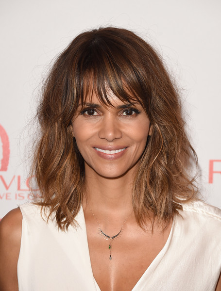 Halle Berry Lunch Celebrates Women Cancer Research - Arrivals [hair,hairstyle,human hair color,beauty,layered hair,chin,bangs,long hair,blond,shoulder,arrivals,halle berry,hair,hairstyle,wig,human hair color,beauty,los angeles,halle berry lunch celebrates women cancer research,lunch celebration,halle berry,hairstyle,celebrity,actor,2015 espy awards,extant,woman,lob,wig]
