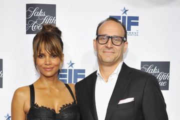 Halle Berry Marc Metrick Saks Fifth Avenue Celebrates Key to the Cure