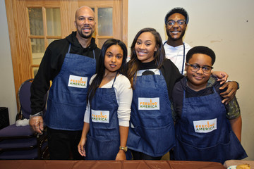 Hannaha Hall Feeding America & The Greater Chicago Food Depository Team Up With the Common Ground Foundation to Serve Meals Before Thanksgiving