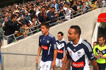 Harry Kewell Archie Thompson Harry Kewell Shirt Presentation And Training Session