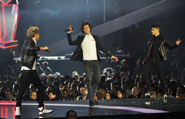 One Direction return to X One Direction Singing On Stage 2013