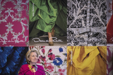 Hillary Clinton Hillary Clinton And Anna Wintour Attend Oscar De La Renta Stamp Unveiling