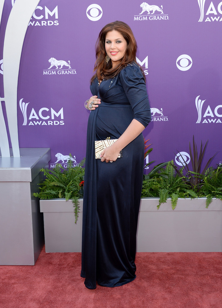 Hillary scott in a pea in the pod for Is hillary from lady antebellum pregnant