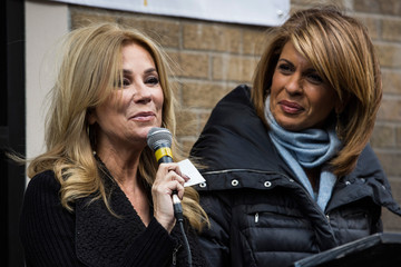 Hoda Kotb Kathie Lee Gifford Rescue Mission Serves Thanksgiving Meal to 1000 Needy New Yorkers