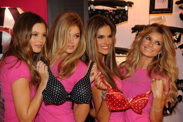 Alessandra Ambrosio Behati Prinsloo Holiday Shopping With The  Victoria's Secret Supermodels