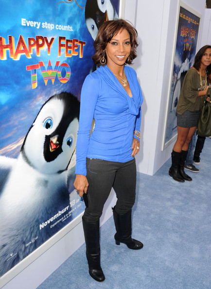 Pictures happy feet two red carpet in this photo holly robinson peete