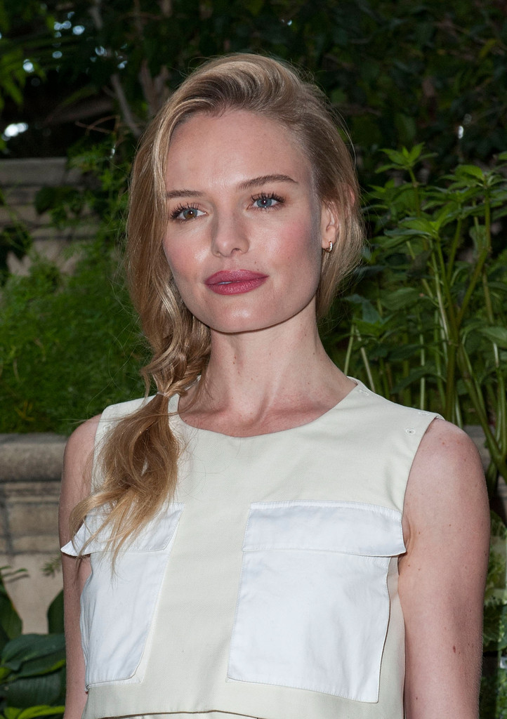 """Actress Kate Bosworth poses at the the """"Homefront"""" Los Angeles press conference and photo call  at Four Seasons Hotel Los Angeles at Beverly Hills on November 18, 2013 in Beverly Hills, California."""